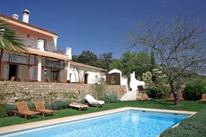 villa with swimming pool holidays in France